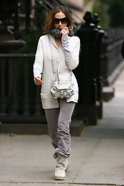 SJP showed off her LA chic style while strolling the streets of her neighborhood. She donned a grey leather cross body bag.