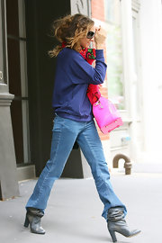 SJP tucked her jeans into a pair of grey scrunched leather boots with white polka dots and a chunky squared heel.