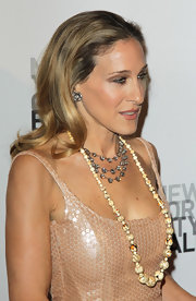 SJP beautifully complemented her Halston Heritage gown with these 19th Century diamond flower earrings.