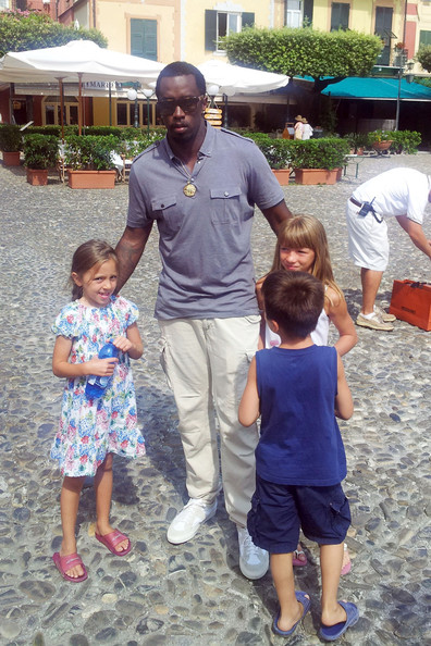 Sean Combs looked relaxed in a gray polo shirt and white cargo pants while touring Portofino.