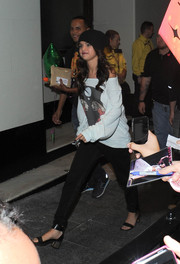 Selena Gomez was dressed down in a baggy off-the-shoulder sweater and skinny pants while greeting fans in London.