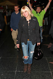 Anna Faris kept her look casual in distressed brown motorcycle boots.