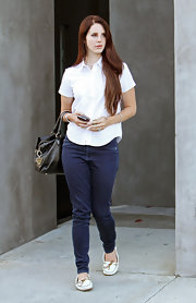 The rich, dark rinse of Lana's skinny jeans perfectly flatter her curves.
