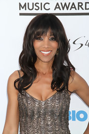 Shaun Robinson chose a loose wavy style and thick bangs for her look at the 2013 Billboard Music Awards.
