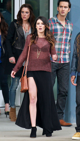 Shenae had a major Angelegging moment on the set of '90210' in a slit-to-the-hip illusion skirt.
