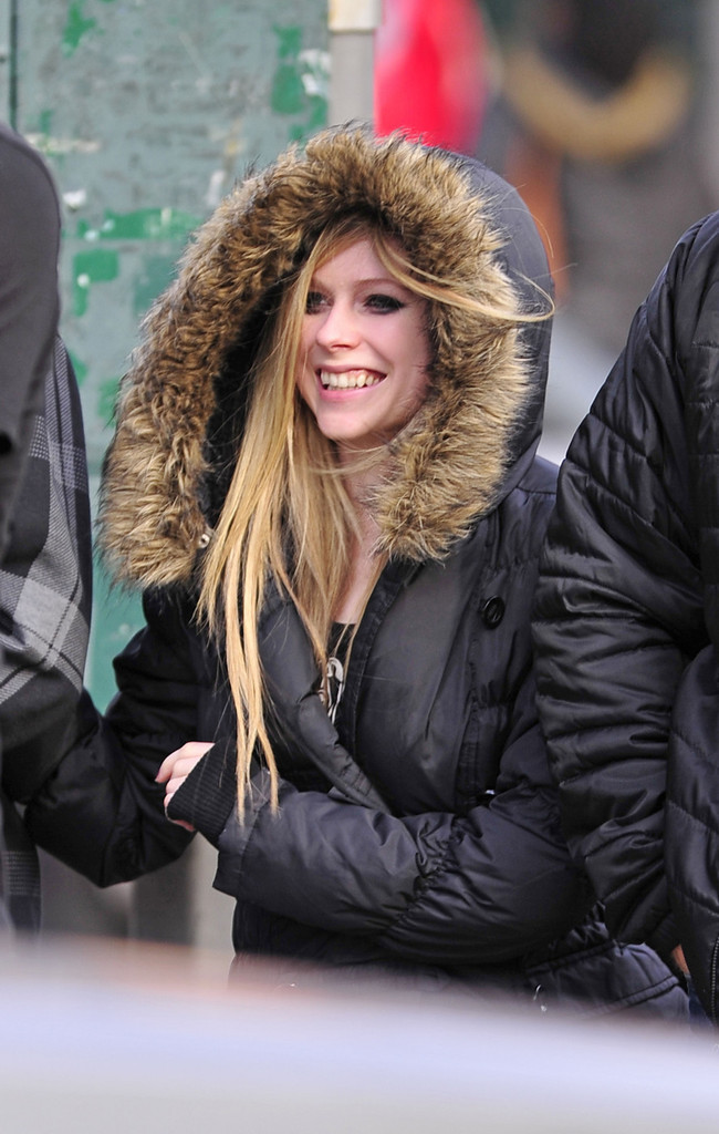 More Pics Of Avril Lavigne Down Jacket (2 Of 17)