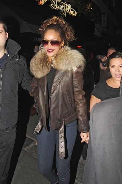 More Pics of Rihanna Aviator Sunglasses (1 of 25) - Rihanna Lookbook - StyleBistro