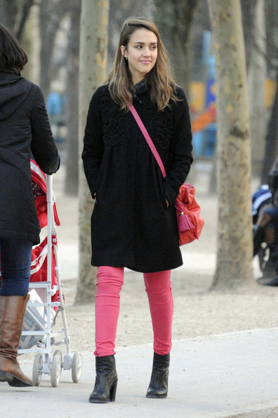 Jessica+Alba in Jessica Alba Walks Around Paris