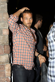Spartacus actor Andy Whitfield wore a plaid button down shirt while dining at LA's Spanish Kitchen. Is it just us or does the blue in his shirt not perfectly match his eyes?