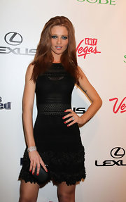 Cintia Dicker teamed up her dress with a black box clutch.