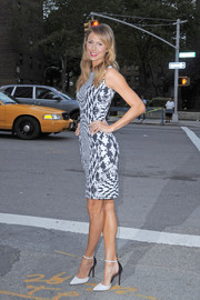 Stacy Keibler was spotted during New York Fashion Week wearing a black-and-white-themed ensemble, consisting of stylish pointy pumps and a printed sheath dress.