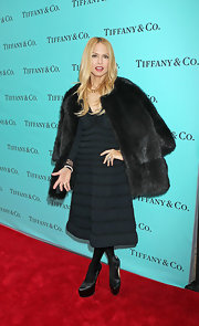 Rachel Zoe layered her lbd with an oversize chocolate fur.
