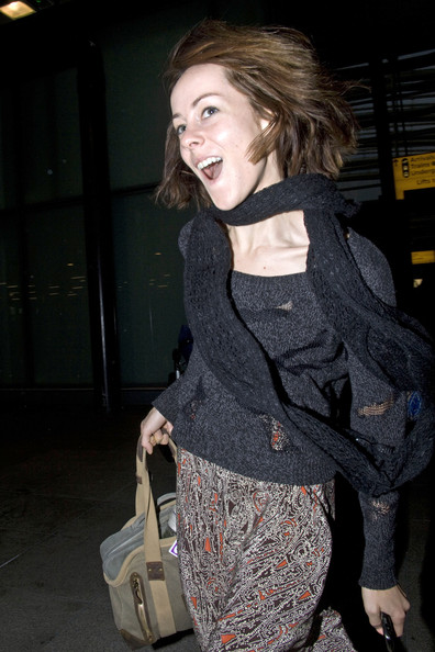 Jena Malone matched her sweater with a black knit scarf for a flight.