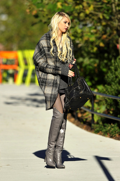 Taylor Momsen Over the Knee Boots []