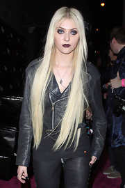 Taylor Momsen finished off her biker style with a cropped leather jacket.