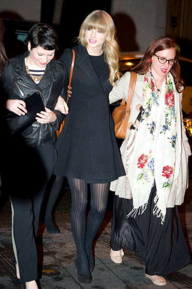 Taylor Swift Out to Dinner