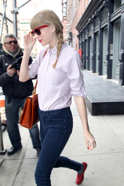 More Pics of Taylor Swift Skinny Jeans (4 of 13) - Taylor Swift Lookbook - StyleBistro