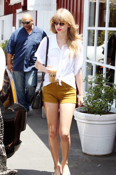 More Pics of Taylor Swift Cateye Sunglasses (6 of 8) - Taylor Swift Lookbook - StyleBistro