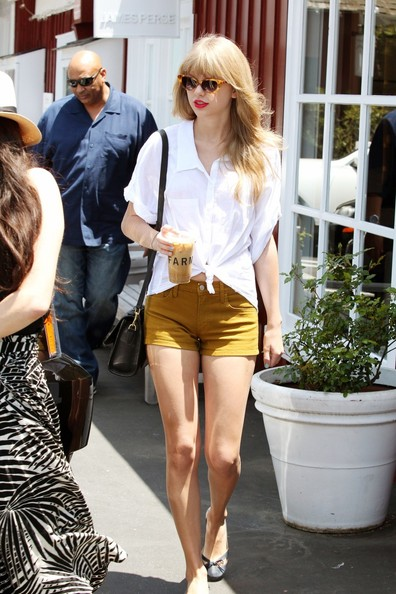 More Pics of Taylor Swift Cateye Sunglasses (3 of 8) - Taylor Swift Lookbook - StyleBistro