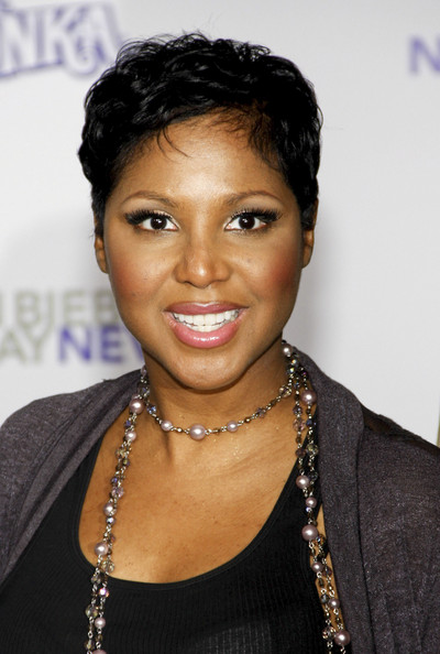 Toni Braxton Short Straight Cut