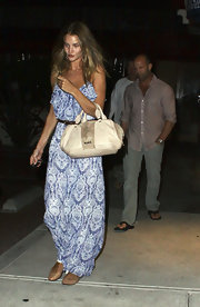 Rosie Huntington-Whiteley carried an oversized ivory handbag while out for dinner in Malibu.