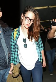KStew jumped on-board the hipster trend and swapped her cat-eye sunnies for a pair of tortoise clear-lens frames.