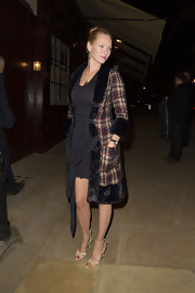 Uma Thurman looked sleek and sophisticated in this tweed coat with fur trim.