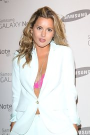 Caggie Dunlop looked great with her tresses mildly curled at the Samsung Galaxy Note launch.
