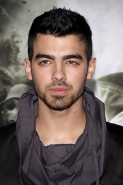 Joe Jonas finished off his look by spiking his chopped mane in a spiked mane.