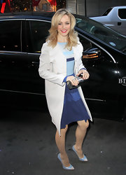 Rachel McAdams kept her nautical-inspired look classic with a collarless trenchcoat.