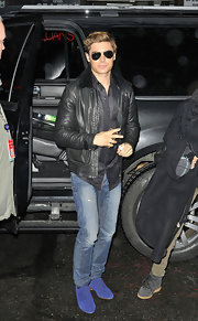 Zac Efron kept his cool factor in a classic leather jacket and 'Top Gun' style aviators.