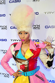 Nicki Minaj definitely made a statement on the red carpet with a hand full of spiked rings.