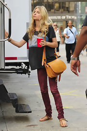 Clemence was spotted on set of the 'Gossip Girls' donning a leather shoulder bag.
