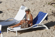 Victoria Silvstedt maintained her uber-glam approach to beach style with a taupe leather tote.
