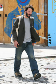Keanu Reeves paired his casual jeans with a taupe blazer and sneakers.