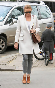 Stella wears a crisp white wool coat with her skinny gray jeans while out in London.