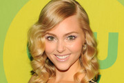 Annasophia Robb Medium Wavy Cut