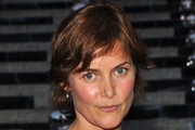 Carey Lowell Short Wavy Cut