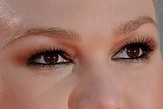 Julia Stiles Metallic Eyeshadow