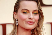 Margot Robbie Shoulder Length Hairstyles