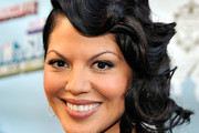 Sara Ramirez Medium Wavy Cut