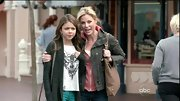 Julie Bowen's on-trend olive cargo jacket was a casual, yet stylish addition to a pink hoodie and jeans.
