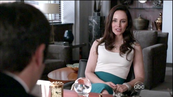 Madeleine Stowe kept her outfit simple and chic on 'Revenge,' tucking a white tank into a tight pencil skirt.