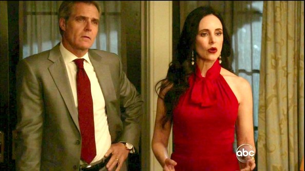 Madeleine Stowe's red halter dress showed off her feminine curves on 'Revenge.'