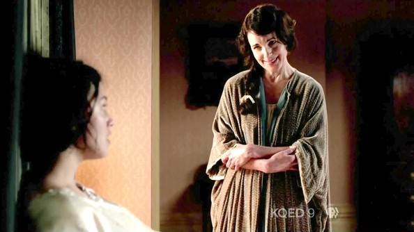 Elizabeth McGovern Clothes