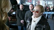 Hayden Panettiere rocked the diva look with classic aviator sunglasses.