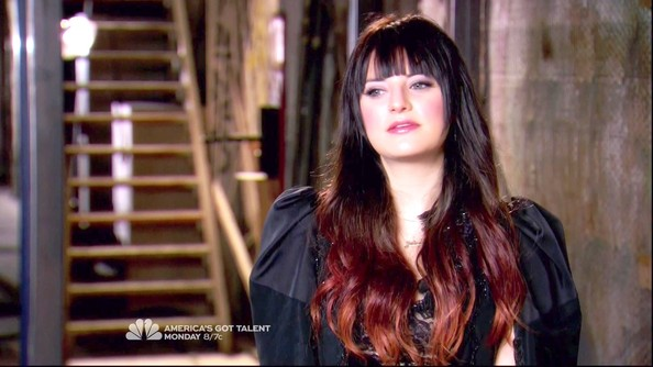 Juliet Simms Long Wavy Cut with Bangs