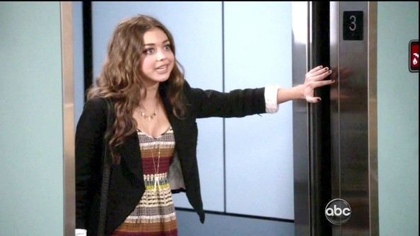 More Pics of Sarah Hyland Print Dress (1 of 4) - Modern Family Lookbook - StyleBistro