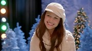 Melissa Benoist capped things off on 'Glee' with a slouchy knit hat.
