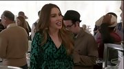 Sofia Vergara showed off her expanding form on 'Modern Family' with a flattering green print maternity dress.